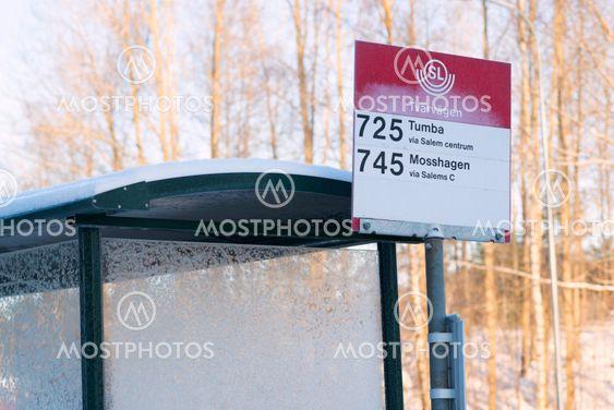 Busshållplats Tvärvägen, för buss 725 mot Tumba