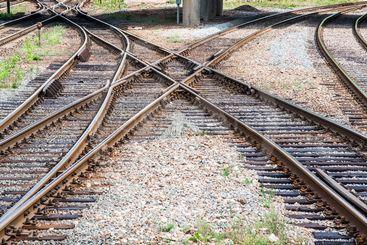 Järnvägskorsning och växlar på en bangård