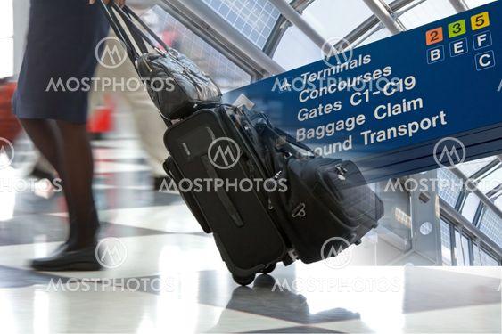 Lentoaseman matka Montage