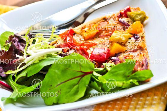 Vegetar pizza med salat
