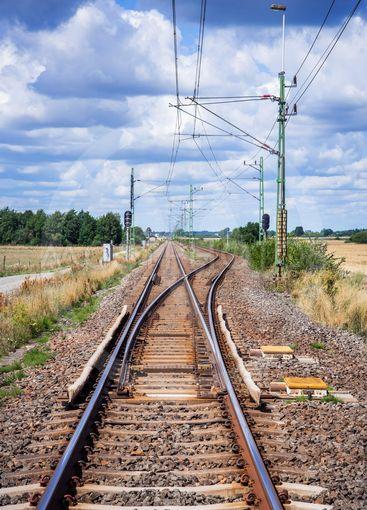 Växel och mötesspår på järnväg