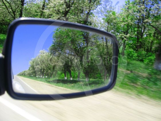View in the looking-glass of auto car