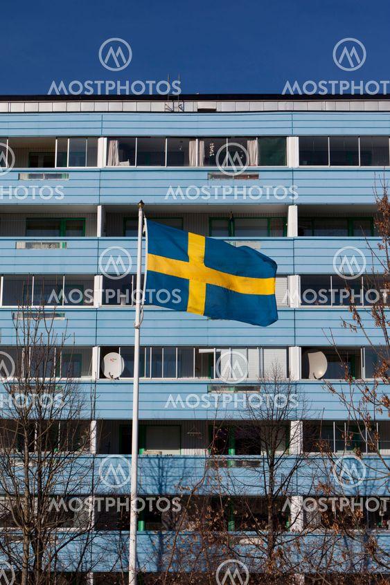 Bostadsområde med svenska flaggan