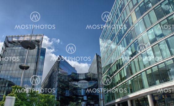 Canary Wharf är ett stort företag och shopping utveckling i östra London. Londons traditionella finansiella centrum.
