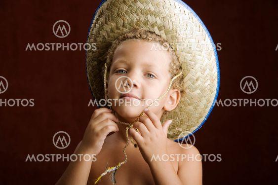 Lille dreng i halm Hat