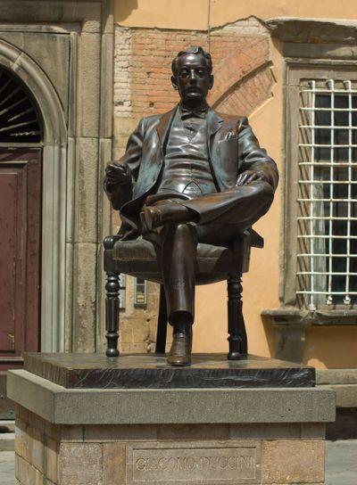 Statue von Giacomo Puccini in Lucca, Toskana, Italien -...