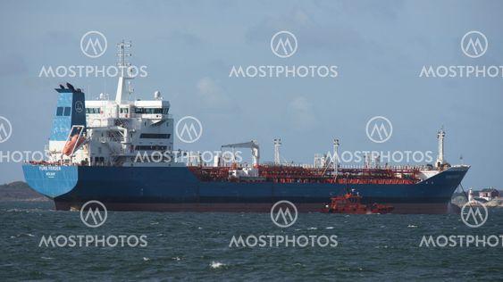 Lotsbåt framme vid tankfartyget, FURE FERDER
