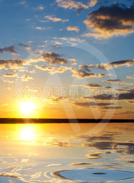 solopgang over havet