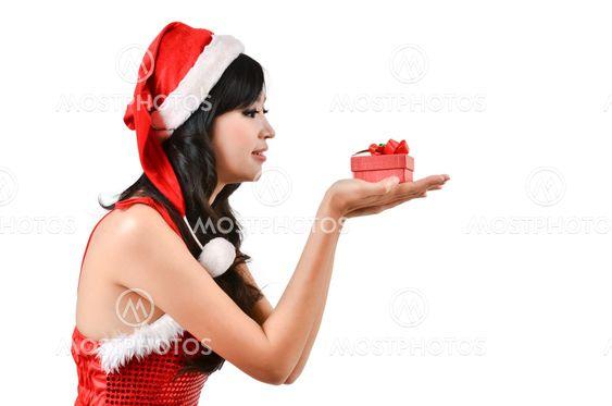Santa kvinna som håller en present box