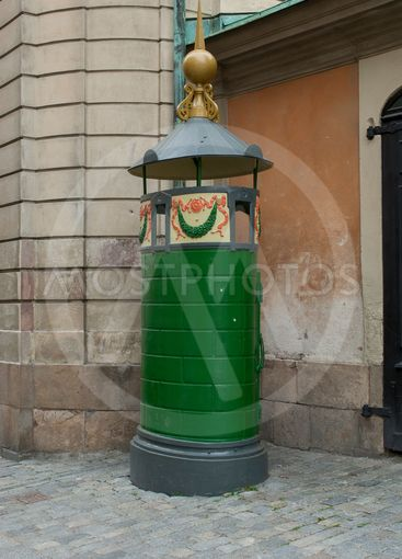 En gammal pissoar i Gamla stan, Stockholm, Sverige.
