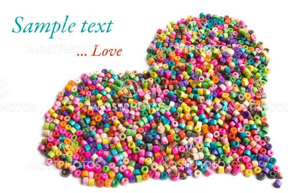 Färgstarka trä pärlor hjärtat