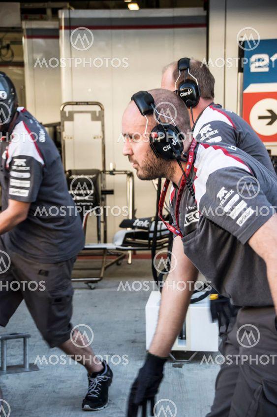 Sauber F1 Team. Mechanics.