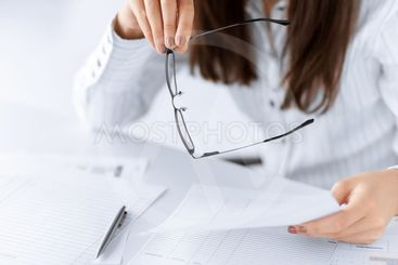 woman hands with blank paper