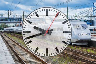 Collage med SJ X2000-tåg och klocka
